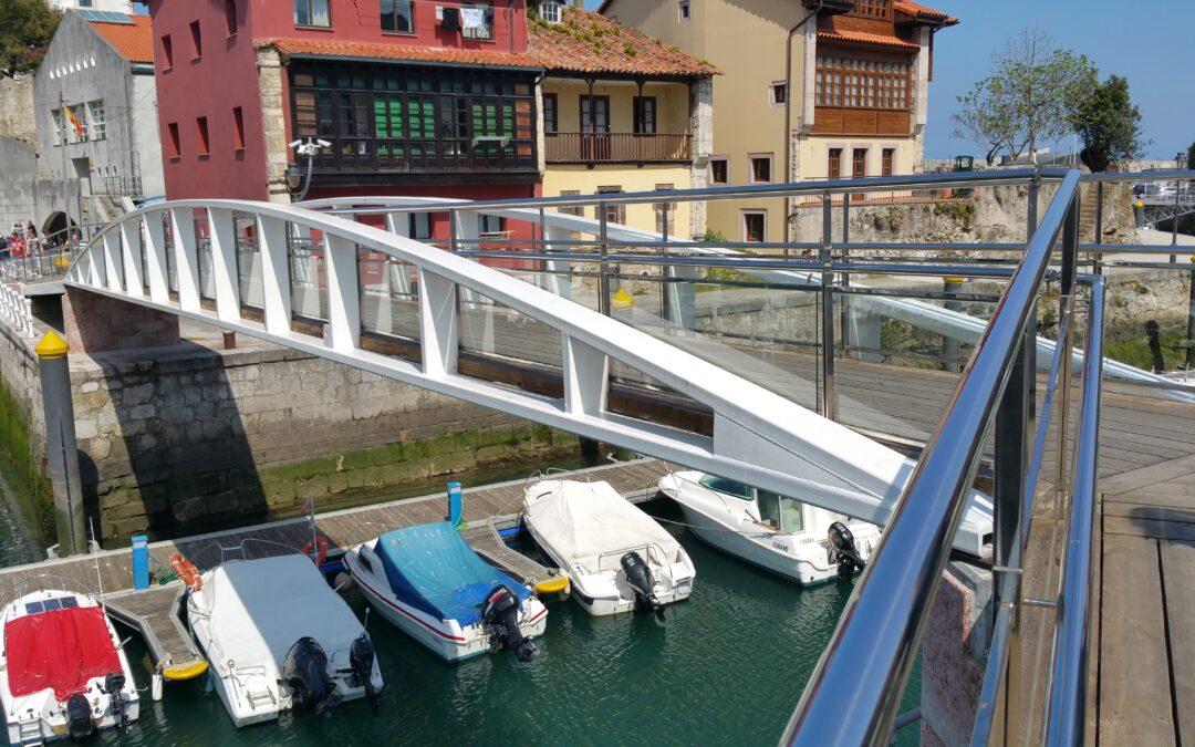 Puente sobre la ría de Llanes en Asturias